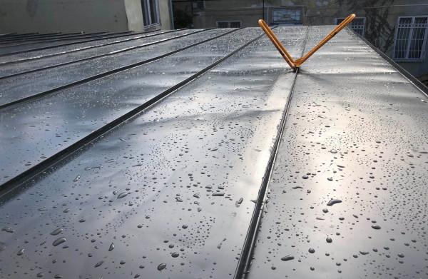 Állókorcos tetőfedés