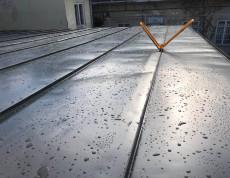 A korcolt lemezes tetőfedés elkell néha